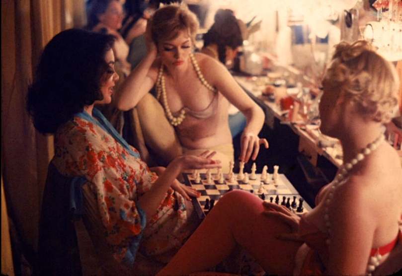 New York, 1958. Showgirls play chess between shows.